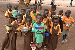 Ghanaian children with lunch.jpg
